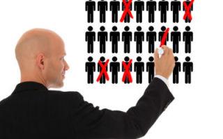 Увольнение работающего пенсионера при сокращении штата — какие при этом выплаты положены?