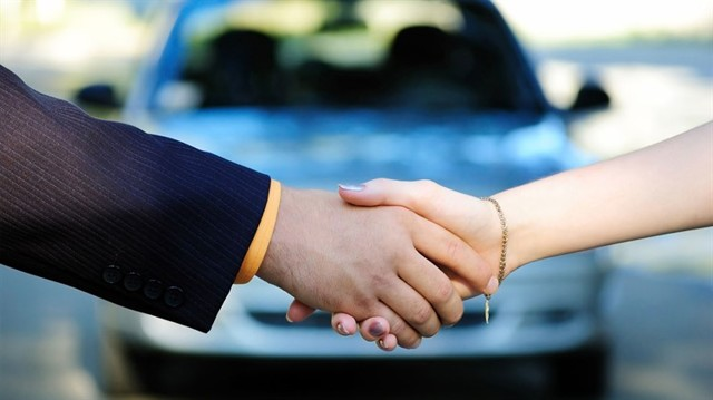 Какой штраф за просроченный договор купли-продажи автомобиля в 2020 году?