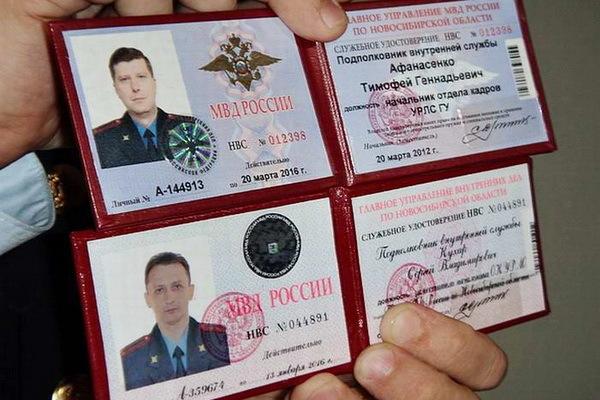 Должен ли сотрудник ГИБДД предъявить удостоверение по требованию водителя?