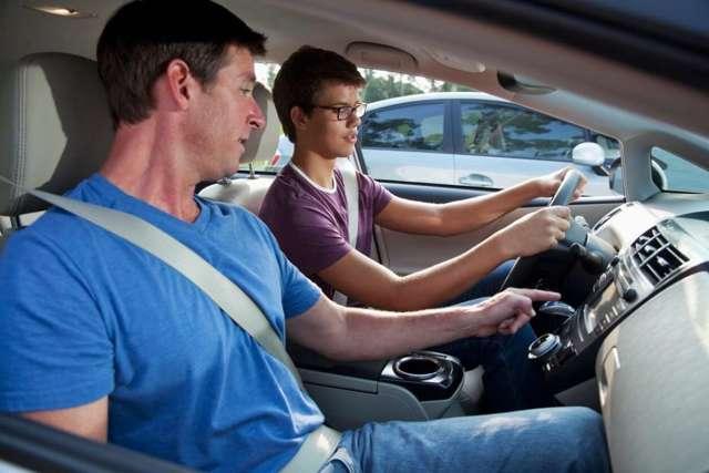 Передача управления автомобилем лицу, не имеющему прав  —  штраф в 2020 году