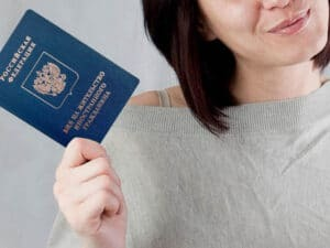 Полис ОМС для иностранных граждан в России - порядок оформления и получения