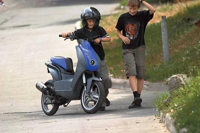 Езда на мопеде или скутере без водительских прав: ответственность и штраф