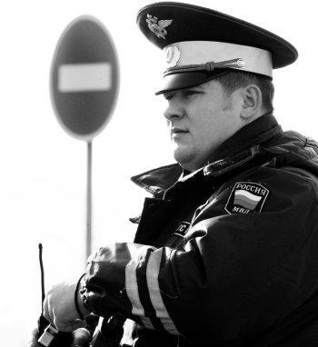 Остановка транспортного средства инспектором ГИБДД - где имеют право, а где нет?