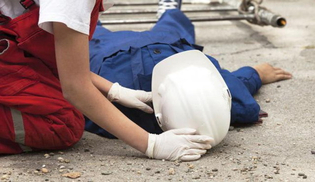 Произошел несчастный случай на производстве - что делать, действия работника и руководителя
