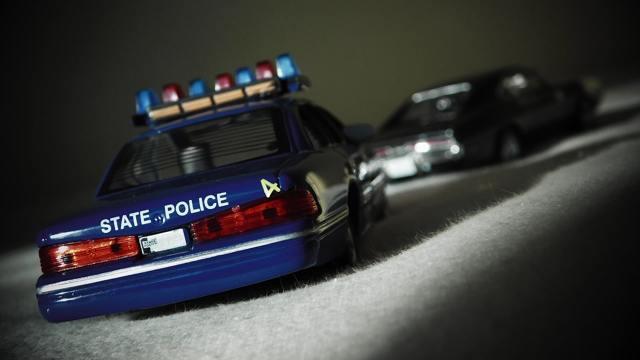 Изъятие водительского удостоверения - имеет ли право инспектор ДПС ГИБДД (ГАИ) забирать права?