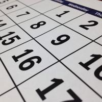 Сколько дней оплачивает работодатель по больничному листу в год?