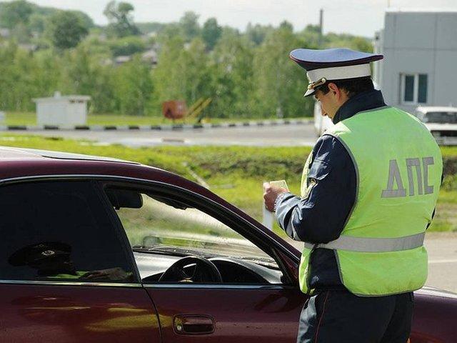 Должен ли водитель выйти из машины по требованию инспектора ГИБДД