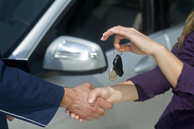 Аренда автомобиля у сотрудника организации: порядок оформления, образец договора
