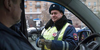 Какие права и обязанности имеют сотрудники ГИБДД на дороге при остановке авто