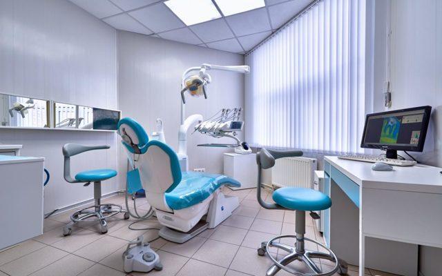 Какие стоматологические услуги можно бесплатно получить по полису ОМС?