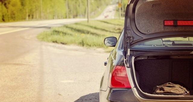 Должен ли водитель открывать багажник или капот по требованию инспектор ДПС (ГИБДД)