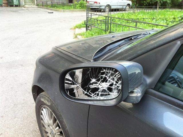 Задел машину во дворе или на стоянке и уехал - что делать и что за это грозит?