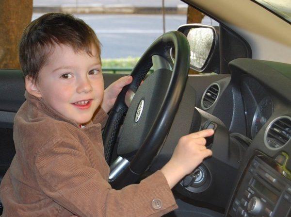 Можно ли и как зарегистрировать автомобиль в ГИБДД на ребенка?