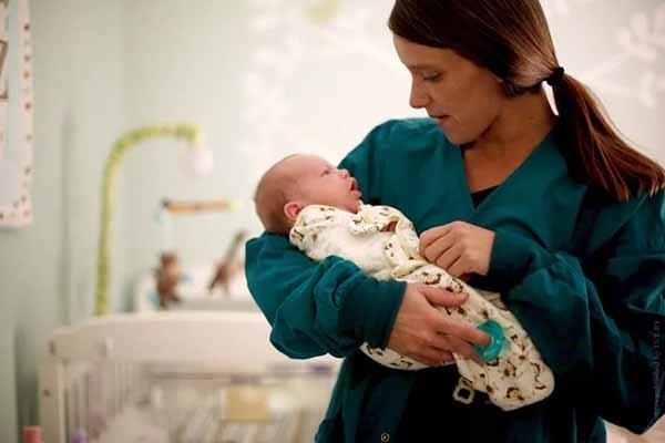 Больничный по беременности и родам безработной - какие выплаты и пособия положены?
