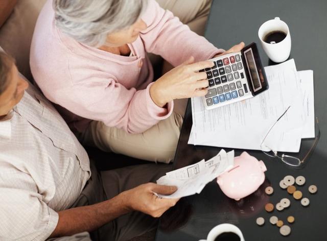 База для расчета больничного - какие суммы и выплаты включаются в расчет