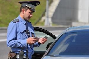 Могут ли сотрудники ГИБДД останавливать вне поста ДПС для проверки документов?