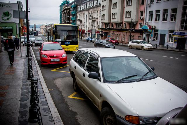 Остановка и стоянка на остановке общественного транспорта - штраф в 2020 году, правила остановки