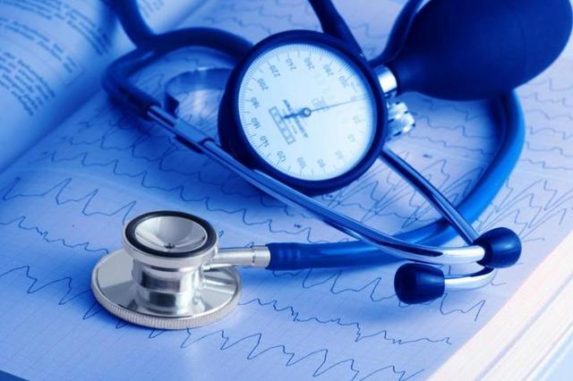 Имеют ли право отказать в медицинской помощи или услугах при отказе от предъявления полиса ОМС?